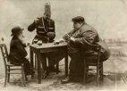 ყველაზე მაღალი, მსუქანი და ყველაზე პატარა ადამიანი ევროპიდან თამაშობენ კარტს, 1913 წელი.