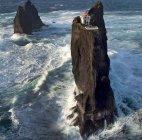 კლდეზე აშენებული შუქურა, სამხრეთ ისლანდია.