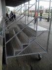 აბა თუ მიხვდებით რა დანიშნულება აქვს ამ გორგოლაჭებიან კიბეს. შავი იუმორი