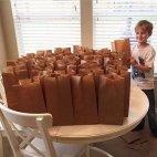 ალტრუისტი ბიჭუნა, რომელმაც თავისი მთელი წლის დანაზოგით უსახლკაროებს საშობაოდ, ლანჩისთვის საკვები უყი