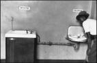 1950 წელს გადაღებული ფოტო (სამხრეთ კაროლინაში,აშშ) წყალი სხვადასხვა რასის ადამიანებისთვის