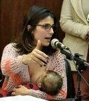 ბრაზილიელი დეპუტატი პარლამენტში შვილთან ერთად