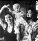 ლეონარდო დიკაპრიო პატარაობისას მშობლებთან ერთად