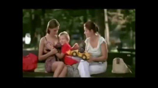 შენ ბავშვი უძახე და ქალებს კი კარგა უფათურებს ხელს