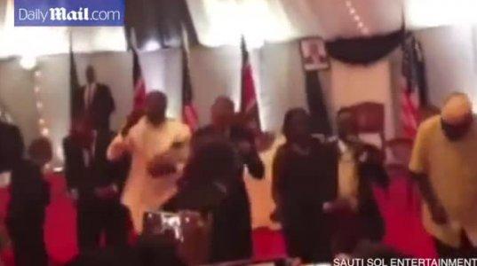 ბარაკ ობამამ კენიაში ნაციონალური ცეკვა შეასრულა