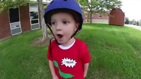 3 წლის ბიჭუნას პირველი ტრიუკი სკეიტბორდზე