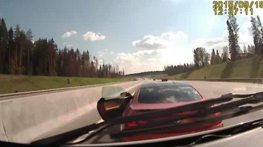 BMW-ს მფლობელმა სასწრაფოს მძღოლს საქმის გარჩევა დაუწყო