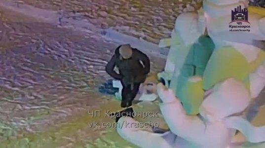 """ნახეთ ამ """"ბატმა ვანდალმა"""" სურათის გადაღებისას რა სკულპტურა გააფუჭა"""