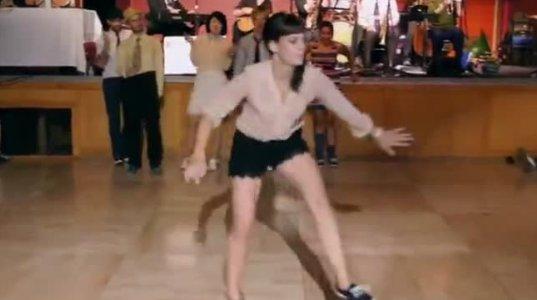 """წარმოუდგენლად სახალისო მოძრაობები ცეკვისას ანუ """"საღოლ"""" გოგოებო"""