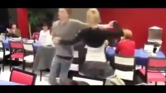 ცეკვის დროს კაბა ჩასძვრა