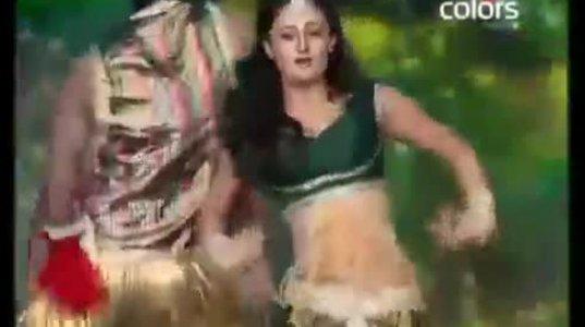 """ინდური სერიალის """"გმირი ტაპასიას"""" ცეკვა ინდურ ნიჭიერში"""