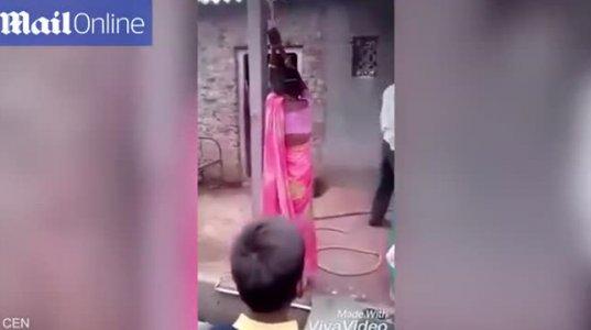ინდოელმა კაცმა,რომელმაც ცოლი საყვარელთან გამოიჭირა,დააბა და ორივე სცემა +15