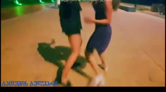 ქართველი გოგონების სექსუალურმა ცეკვამ ბათუმის ბულვარში ინტერნეტი ააფეთ