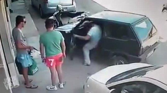 პარკინგიდან ხელით გაიყვანა ავტომობილი