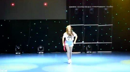 ძალიან მაგრად ცეკვავს