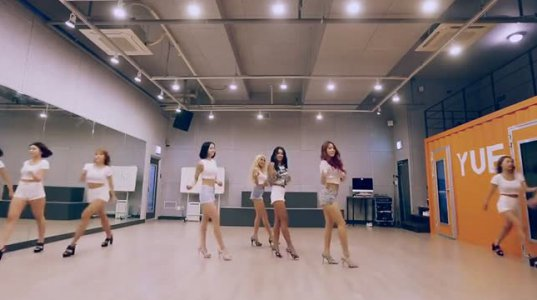 აზიელი გოგოების ცეკვა